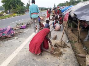 बिहार: बाढ़ से बबार्दी के मंजर के बीच फिर से जिंदगी बसाने की चिंता