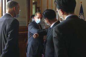 US-China Tension: एलेक्स अजार के ताइवान दौरे पर चीन का फूटा गुस्सा, कहा- अमेरिका के लिए लोगों के जीवन से ऊपर है राजनीति
