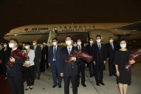 US-China Tensions: ह्यूस्टन में चीनी वाणिज्य दूतावास बंद, अपने देश वापस लौटा स्टाफ, एयरपोर्ट पर स्वागत