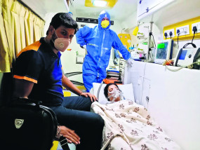 कोरोना पॉजिटिव सांसद नवनीत राणा की तबीयत बिगड़ी, नागपुर से मुंबई के लीलावती अस्पताल शिफ्ट