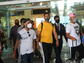 धोनी और बाकी अन्य खिलाड़ी कैम्प में भाग लेने के लिए चेन्नई पहुंचे