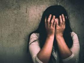 उपचार के लिए आई 14 साल की लड़की से डॉक्टर ने किया दुष्कर्म