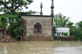 बिहार में बाढ़ का कहर जारी, 16 जिलों के 1165 पंचायतों में घुसा पानी