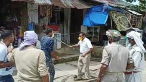Viral Video: बलिया में SDM ने जनता को दौड़ा-दौड़ाकर पीटा, सीएम योगी ने किया निलंबित