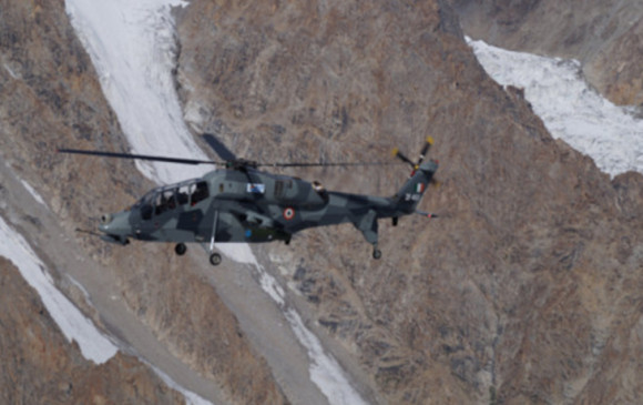 India-China Tension : चीन के साथ तनाव के बीच HAL में बने 2 लाइट कॉम्बैट हेलिकॉप्टर लद्दाख में तैनात