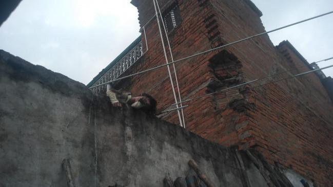 छत पर खेलते समय हाईटेंशन लाइन की चपेट में आया मासूम,मौके पर दर्दनाक मौत