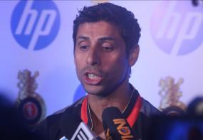 बयान: नेहरा ने कहा-IPL का धोनी के इंटरनेशनल करियर से कुछ लेना-देना नहीं