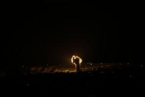 इजराइल ने हमास के सैन्य ठिकानों पर हमला किया