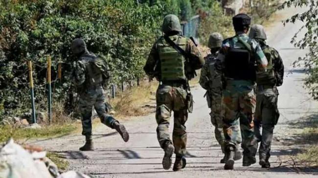 जम्मू-कश्मीर: शोपियां में मुठभेड़, सुरक्षाबलों ने एक आतंकी को किया ढेर, सर्च ऑपरेशन जारी