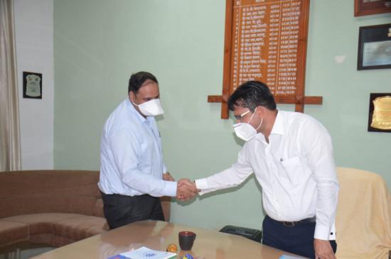 कर्मवीर शर्मा ने जबलपुर के कलेक्टर का पदभार संभाला - कहा मिल-जुलकर करेंगे शहर का विकास