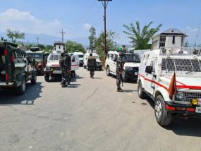 कश्मीर : 3 सुरक्षाकर्मियों की शहादत के बाद मुठभेड़ में आतंकवादी ढेर