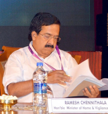 केरल सोना तस्करी मामला : कांग्रेस ने मुख्यमंत्री विजयन को घेरा