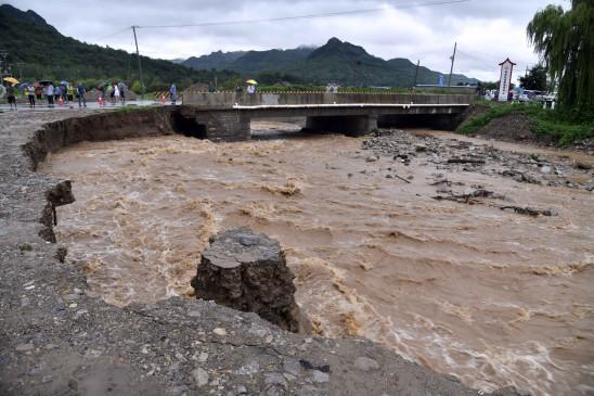 चीन में हैगुपिट तूफान के कारण हुआ भूस्खलन