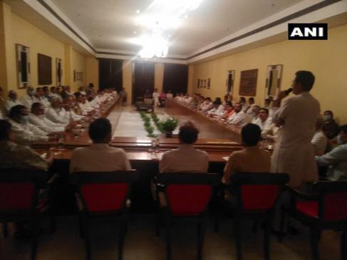 Rajasthan Politics: पायलट की वापसी पर गहलोत कैंप में नाराजगी, विधायकों ने पूछा बागियों से समझौता करने की जरूरत क्यों पड़ी?