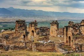 अजब-गजब: धरती पर नर्क का द्वार कहलाता है इस मंदिर का दरवाजा, यहां जाने वाला कभी लौटकर वापस नहीं आता
