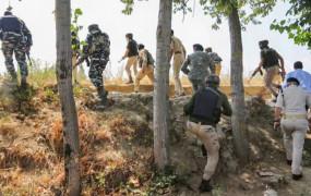 J&K: बीजेपी नेता वसीम बारी की हत्या करने वाला लश्कर का कमांडर ढेर, दो जवान शहीद