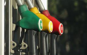 Fuel Price: पेट्रोल-डीजल की कीमतों में नहीं हुई बढ़ोतरी, जानें आज क्या है दाम