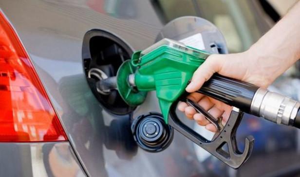 Fuel Price: स्वतंत्रता दिवस पर ईंधन कंपनियों ने दी आमजन को राहत, जानें आज क्या है पेट्रोल-डीजल की कीमत