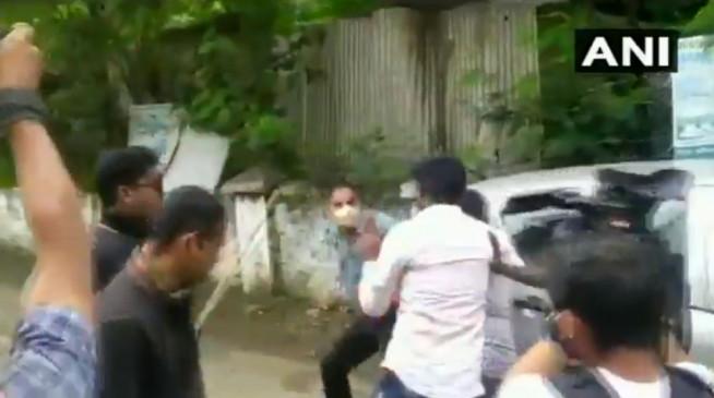 महाराष्ट्र: मंत्री अब्दुल सत्तार के वाहन को रोकने पर ABVP के सदस्यों की पिटाई, देखें वीडियो