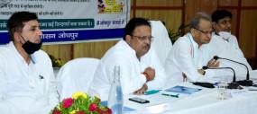 जोधपुर में कोरोना संक्रमण की समीक्षा सजगता और सतर्कता कोरोना से लड़ाई के अचूक हथियार संक्रमण रोकने के लिए करें फोकस्ड टेस्टिंग - मुख्यमंत्री