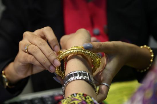 चांदी 70000 रुपये प्रति किलो के ऊपर, रिकॉर्ड स्तर पर सोना