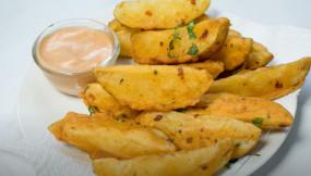 Snacks: बनाएं बाहर से क्रिस्पी और अंदर से सॉफ्ट आलू वेजेस, जानें रेसिपी