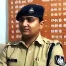 पुलिस अधीक्षक के जूते में निकला सांप - चिकित्सक से करवाई जाँच, जबलपुर रवाना