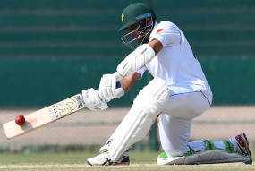 साउथैम्पटन टेस्ट : इंग्लिश गेंदबाजों, बारिश से परेशान पाकिस्तान