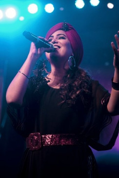 सूफी गीतों में दर्द से उबरने की ताकत है : हर्षदीप कौर