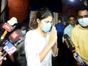 SSR death case: ED ने रिया चक्रवर्ती को समन जारी किया, 7 अगस्त को एजेंसी के सामने पेश होने के लिए कहा