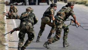 J&K: कुलगाम जिले में CRPF कैंप के बाहर आतंकियों का हमला, एक जवान घायल, सुबह 3 जवान शहीद हुए थे