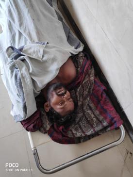 जमीन के विवाद में ग्रामीण की पीट-पीटकर हत्या- बीच-बचाव में पत्नी घायल