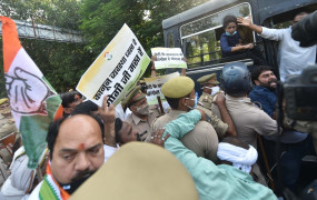लखनऊ में हिरासत में यूथ कांग्रेस के 13 नेता