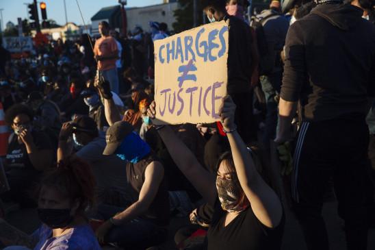 अमेरिका में विरोध के दौरान 2 पुलिसकर्मियों को मारी गई गोली, संदिग्ध गिरफ्तार