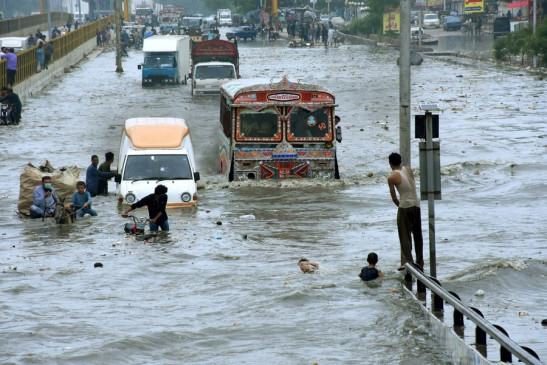 पाकिस्तान में बारिश, बाढ़ से अब तक 310 मरे