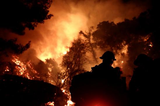 कैलिफोर्निया में लगीं आग से इस साल 34 लाख एकड़ जमीन जली