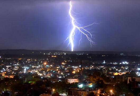 मध्य प्रदेश: दमोह में आकाशीय बिजली गिरने से 7 की मौत, शिवराज और कमलनाथ ने जताया दुख