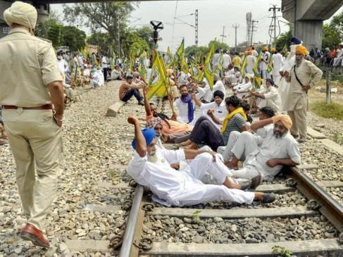 'Bharat bandh' Today: कृषि बिल के खिलाफ देशभर में सड़कों पर उतरेंगे किसान, पंजाब-हरियाणा में 20 ट्रेनें रद्द, परीक्षा भी टली