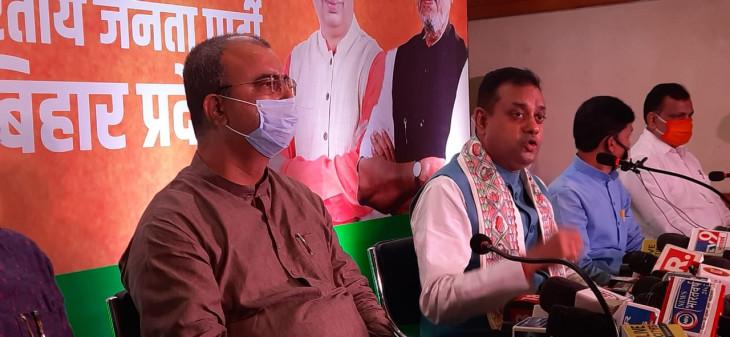 बिहार: RJD पर संबित पात्रा का प्रहार- 'लालटेन में ना तेज है न प्रताप, इस चुनाव में विकास बनाम जेल की लड़ाई'