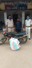 60 लीटर अवैध शराब के साथ बाइक सवार गिरफ्तार