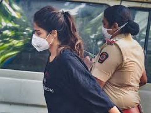 बॉलीवुड ड्रग मामला: रिया की जमानत पर हाईकोर्ट ने एनसीबी से मांगा जवाब