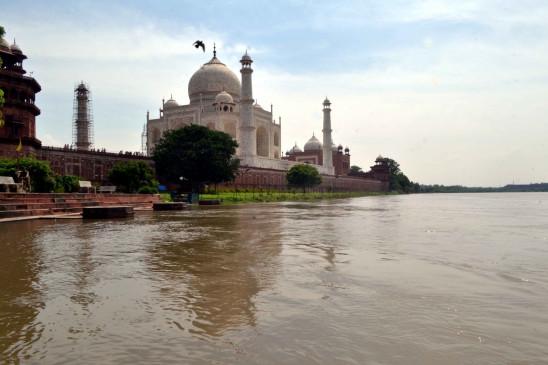 विश्व पर्यटन दिवस पर आगरा में रौनक फीकी