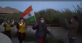 नइमा तेनजिन की याद में लेह में निकाला गया मोमबत्ती जुलूस