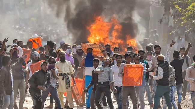 दिल्ली हिंसा मामले में चार्जशीट दाखिल: 20 हजार पन्नों ने खोले कई राज, महिलाओं की आड़ में रचते थे हिंसा की साजिश