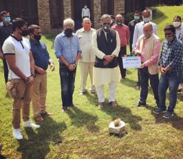 करणवीर की फिल्म के मुहूर्त में शामिल हुए मुख्यमंत्री रावत