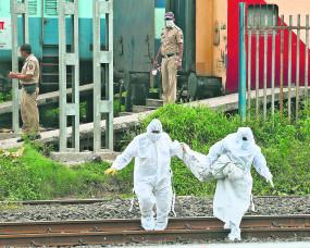 नागपुर स्टेशन के प्लेटफार्म पर खड़ी ट्रेन में सड़ गया शव