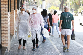 ब्राजील में कोरोना से मरने वालों की संख्या 137000 के पार पहुंची
