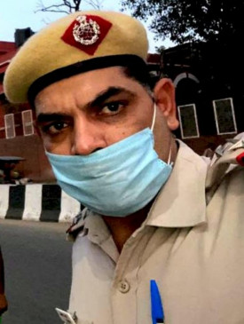 दिल्ली: गर्लफ्रेंड को गोली मारने वाले सब-इंस्पेक्टर ने किया आत्मसमर्पण