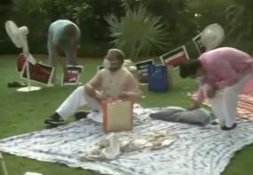 राज्यसभा के उप-सभापति ने धरने पर बैठे निलंबित सांसदों को परोसी चाय