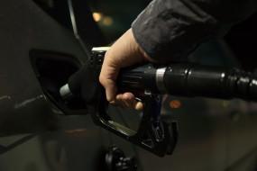 डीजल के दाम में छठे दिन गिरावट, पेट्रोल में मामूली राहत